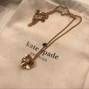 KATE SPADE: In Full Bloom Flower Pendant